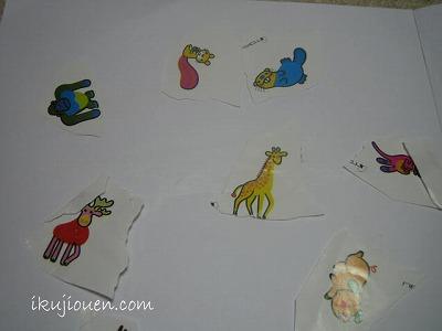 包み紙のキャラクターを貼る